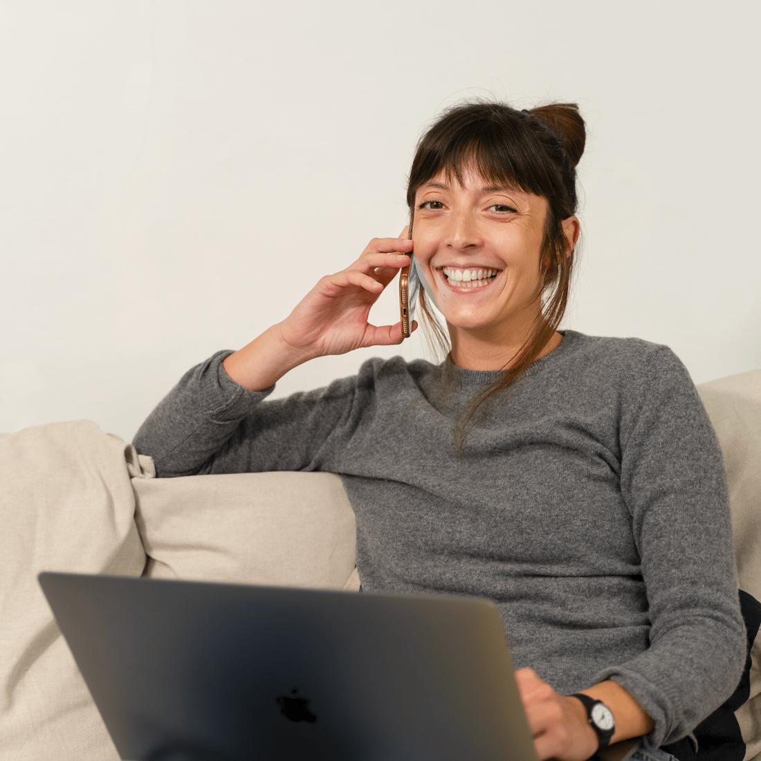Elisa Angella, Classe '87, Art Director, si forma prima a Milano e poi a Genova, dove inizia a lavorare come freelance per poi fondare Plurale Visual Design. Mette a disposizione del team il suo background nell'ambito del set design e la sua attitudine alle relazioni e all'organizzazione nel ruolo di account.